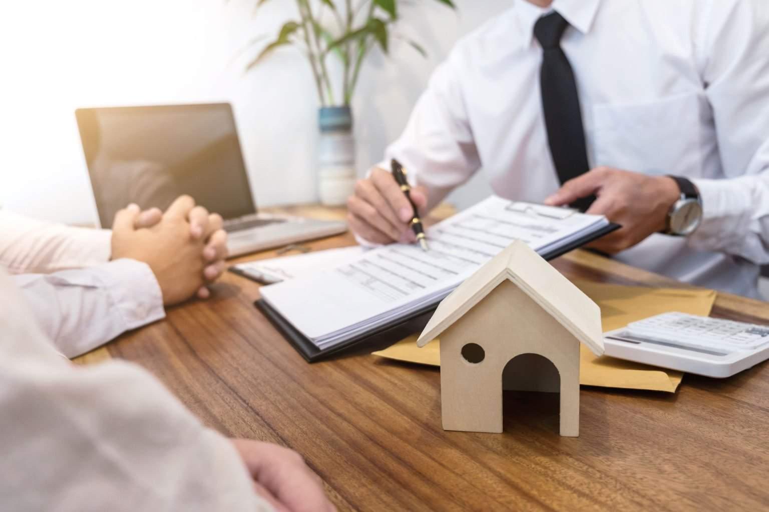 Διαγραφή οφειλών κατά 42% και προστασία πρώτης κατοικίας 9